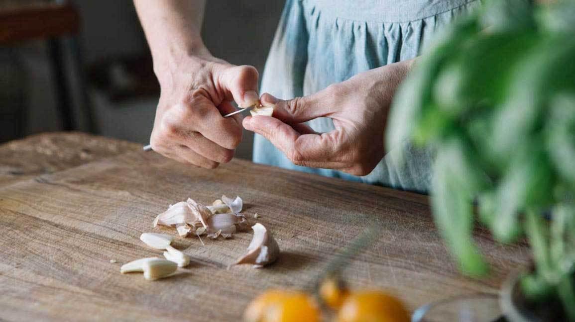 11 خاصیت فوق العاده و اثبات شده سیر برای سلامتی