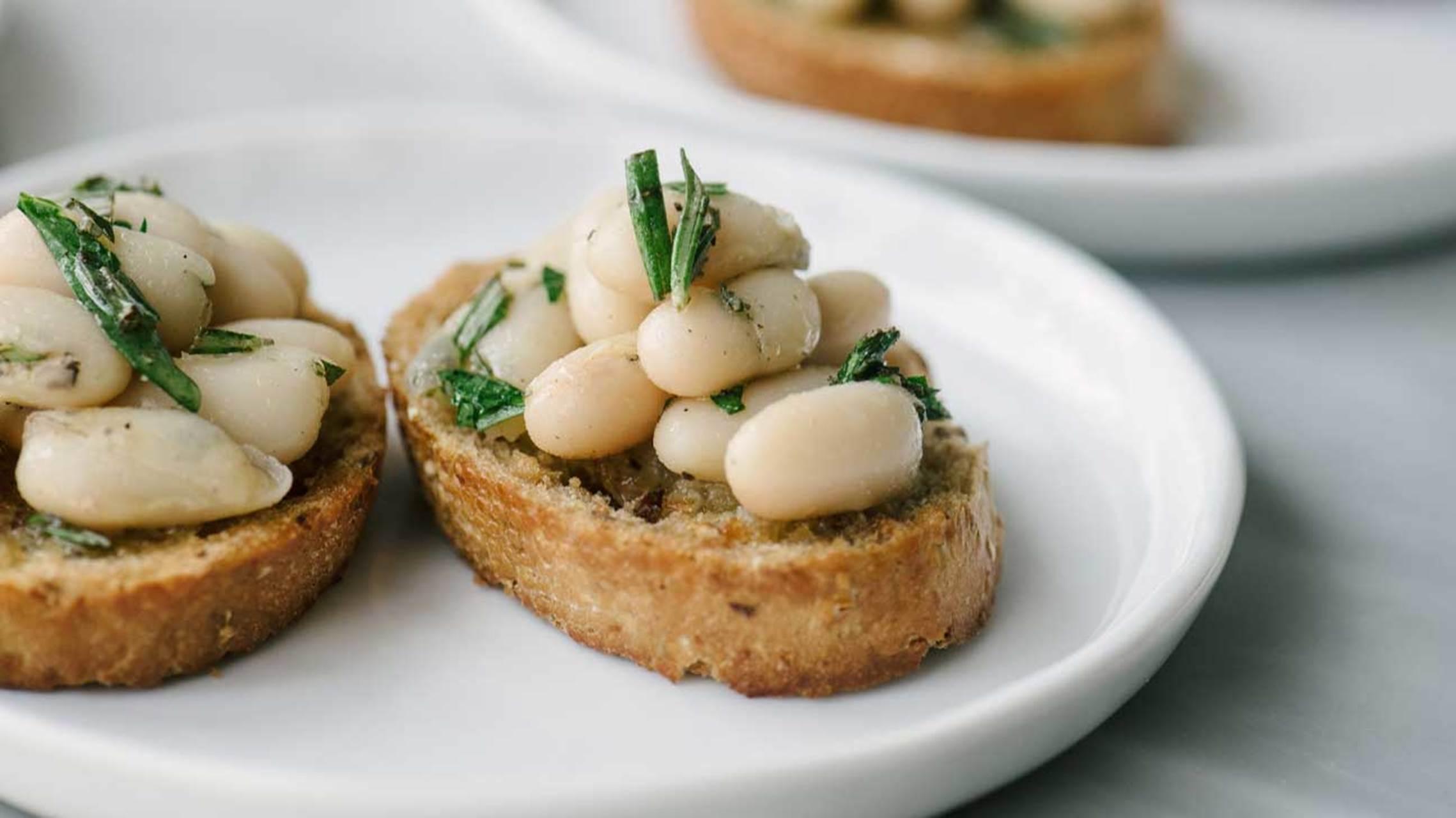 آیا لوبیای سفید برای سلامتی مفید است؟ بررسی مواد مغذی و موارد دیگر