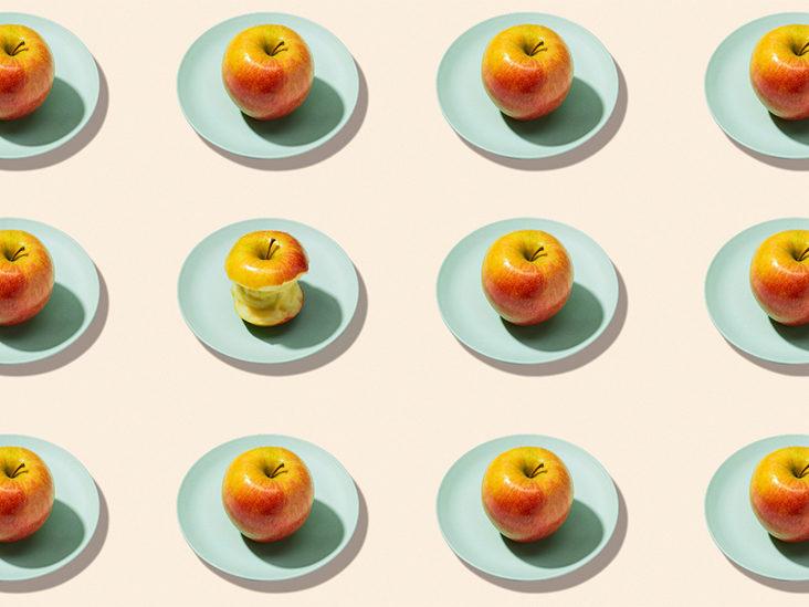 خوردن یک سیب در روز ، دکتر را از ما دور می کند:  آیا واقعیت دارد یا فقط یک افسانه است